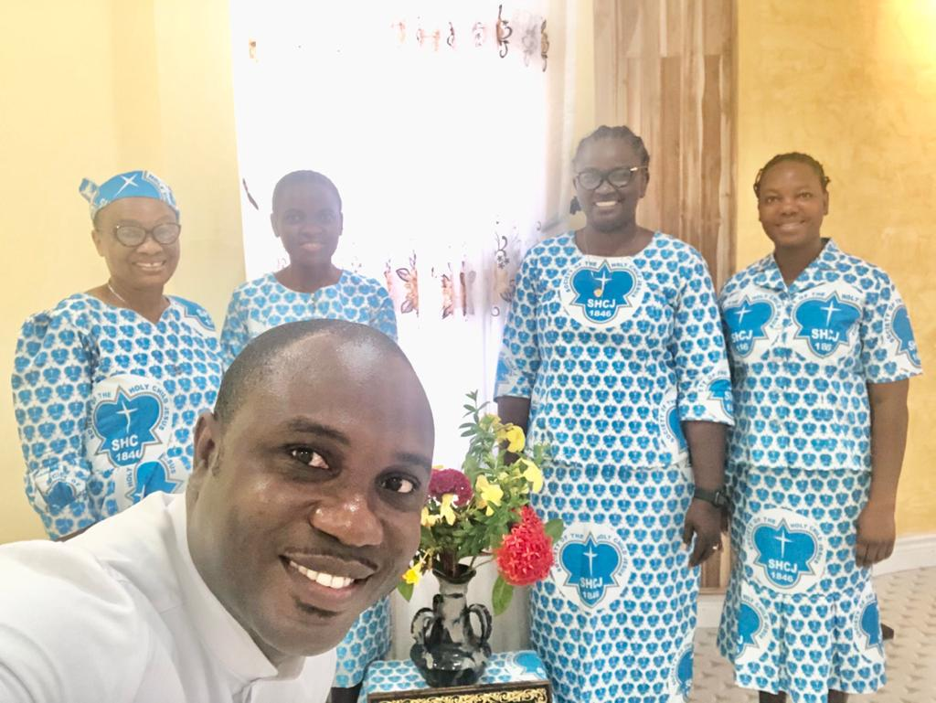 Accra community L-R Srs. Elizabeth Mgbaramuko, Atochi Foby Jennifer, Abahi Juliana Omudu, Felicity Amikiya and Rev. Dieu Donne Kofi Davor, an Associate of the SHCJ.